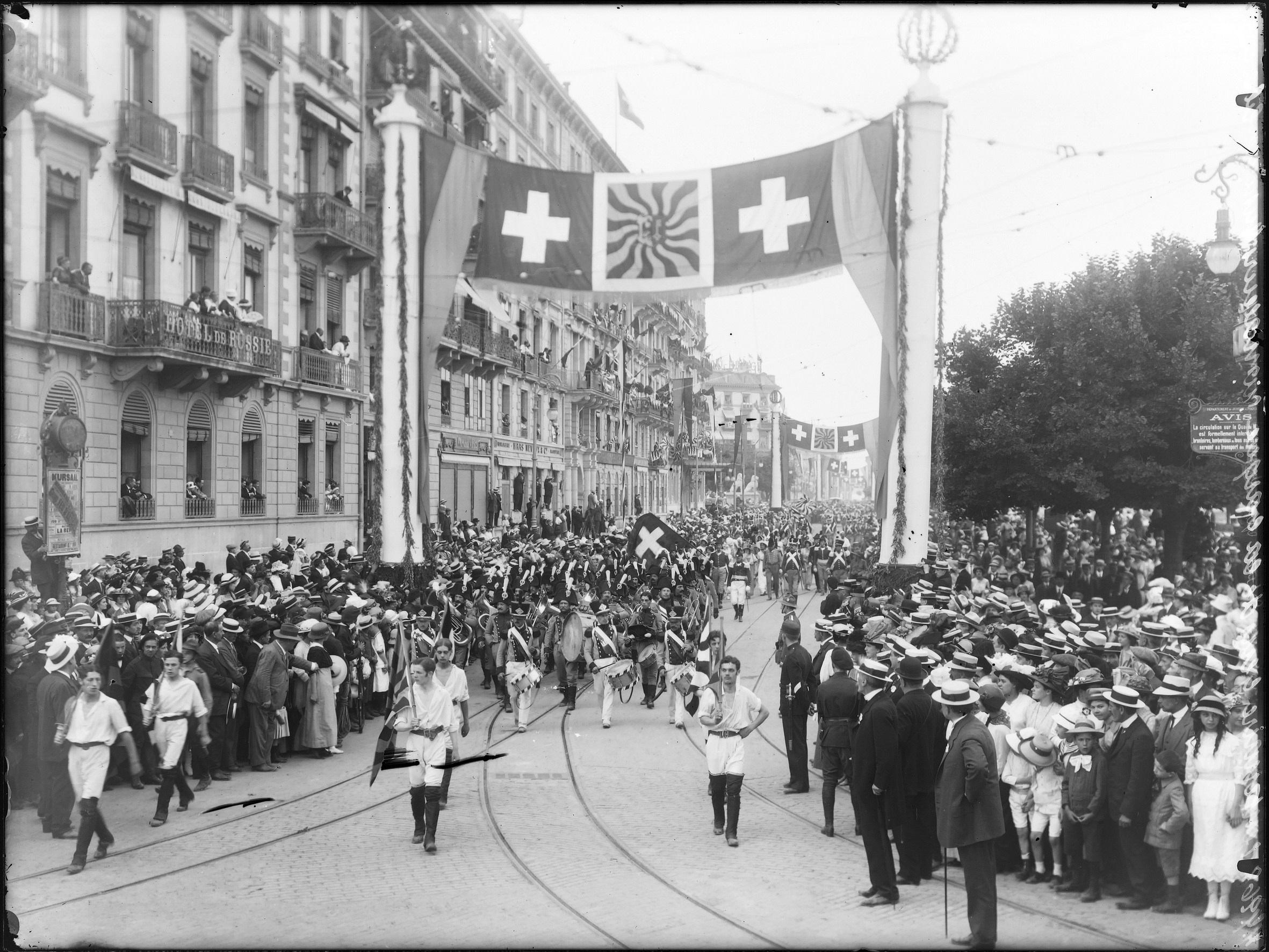 """Genève, fêtes du Centenaiare: cortège de clôture (""""les gens de la barque"""")"""